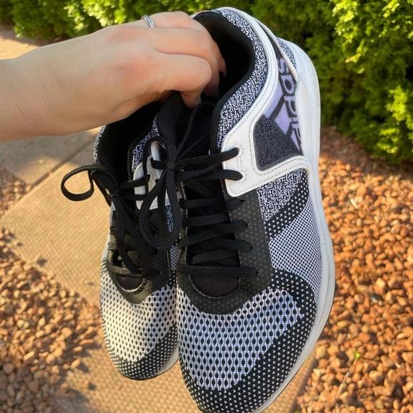Adidas 8.5 black and white runners